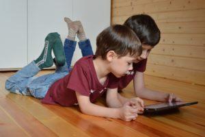 בתקופת משבר הקורונה - המסך מציל אותנו איך אנחנו מרגישים עם זה כהורים