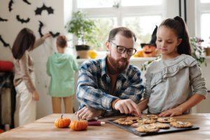 מכינים עוגיות עם הילדים: הציוד שישדרג את החוויה